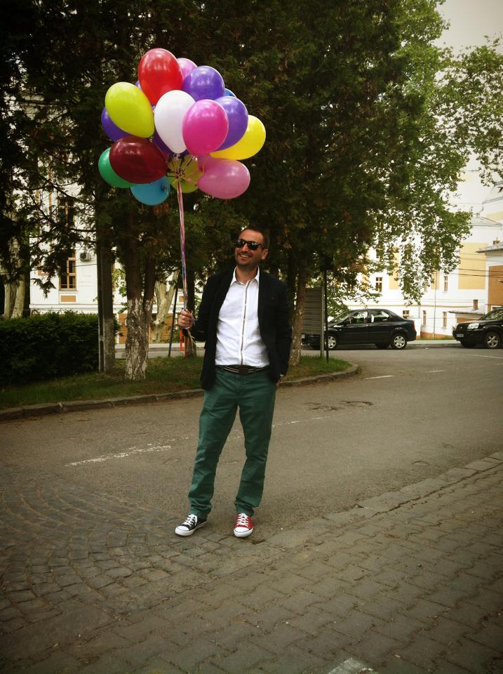 Ciulea cu baloane umflate cu heliu